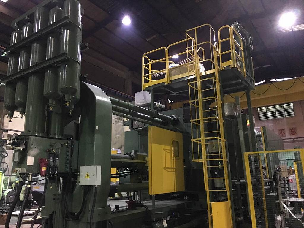 The 4400-Metric-Ton Die Casting Machine in the Room