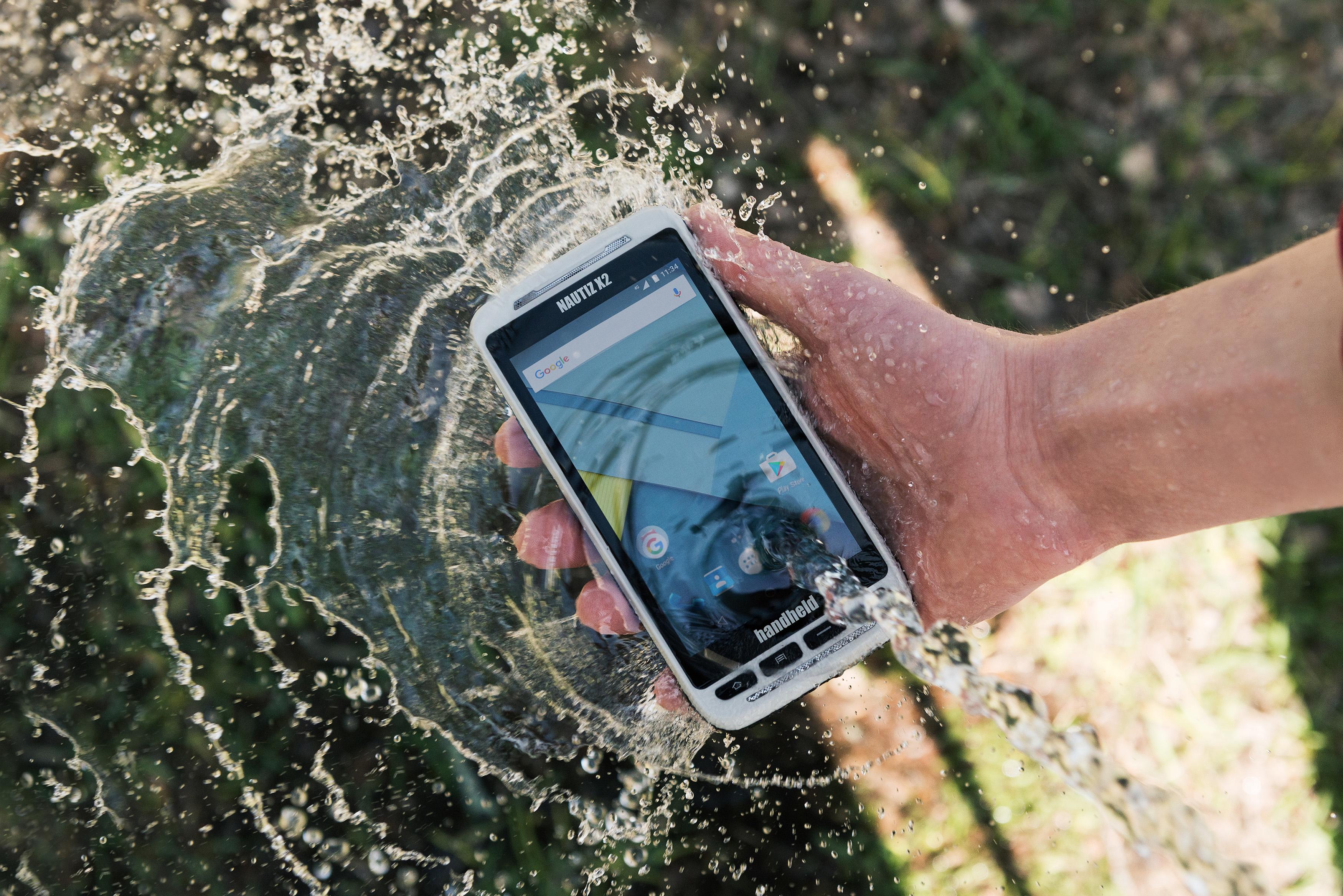 Nautiz-X2-handheld-IP65-water-Android-6.jpg